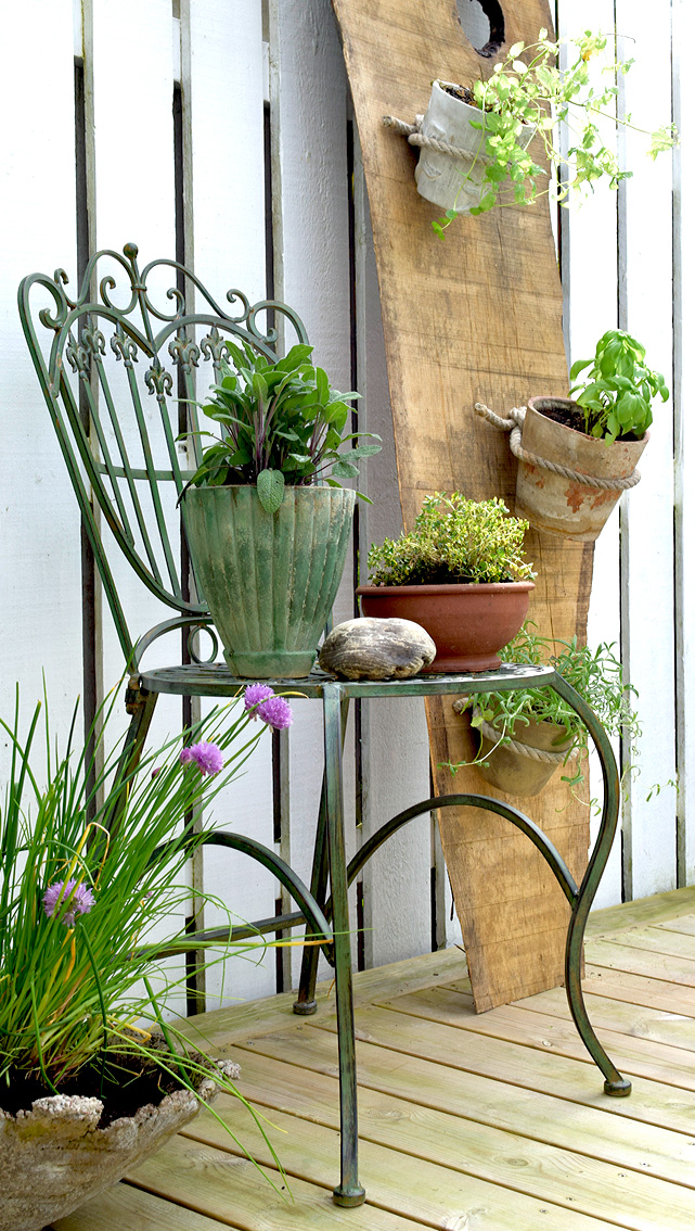 Bygg dig en egen kryddhörna på på din altan eller uteplats.