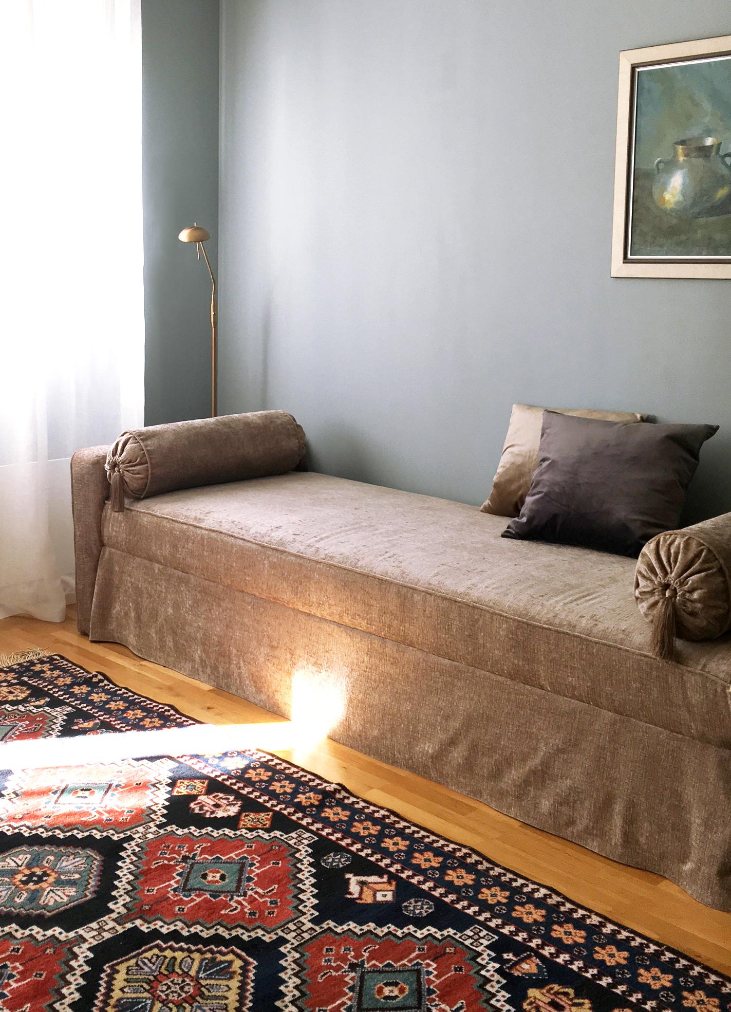 Min nya ombyggda soffa i sammet! DIY