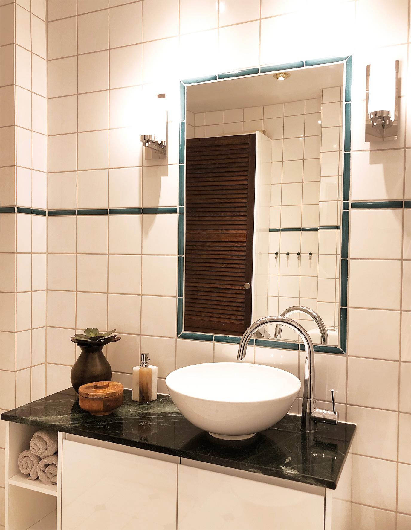 Badrumsrenovering, granit, platsbyggt badrumsskåp